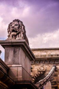 széchenyi chain bridge lions