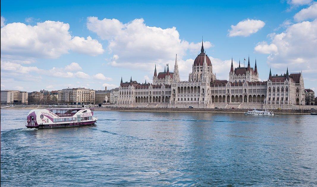 Budapest Schiffahrt mit abendessen