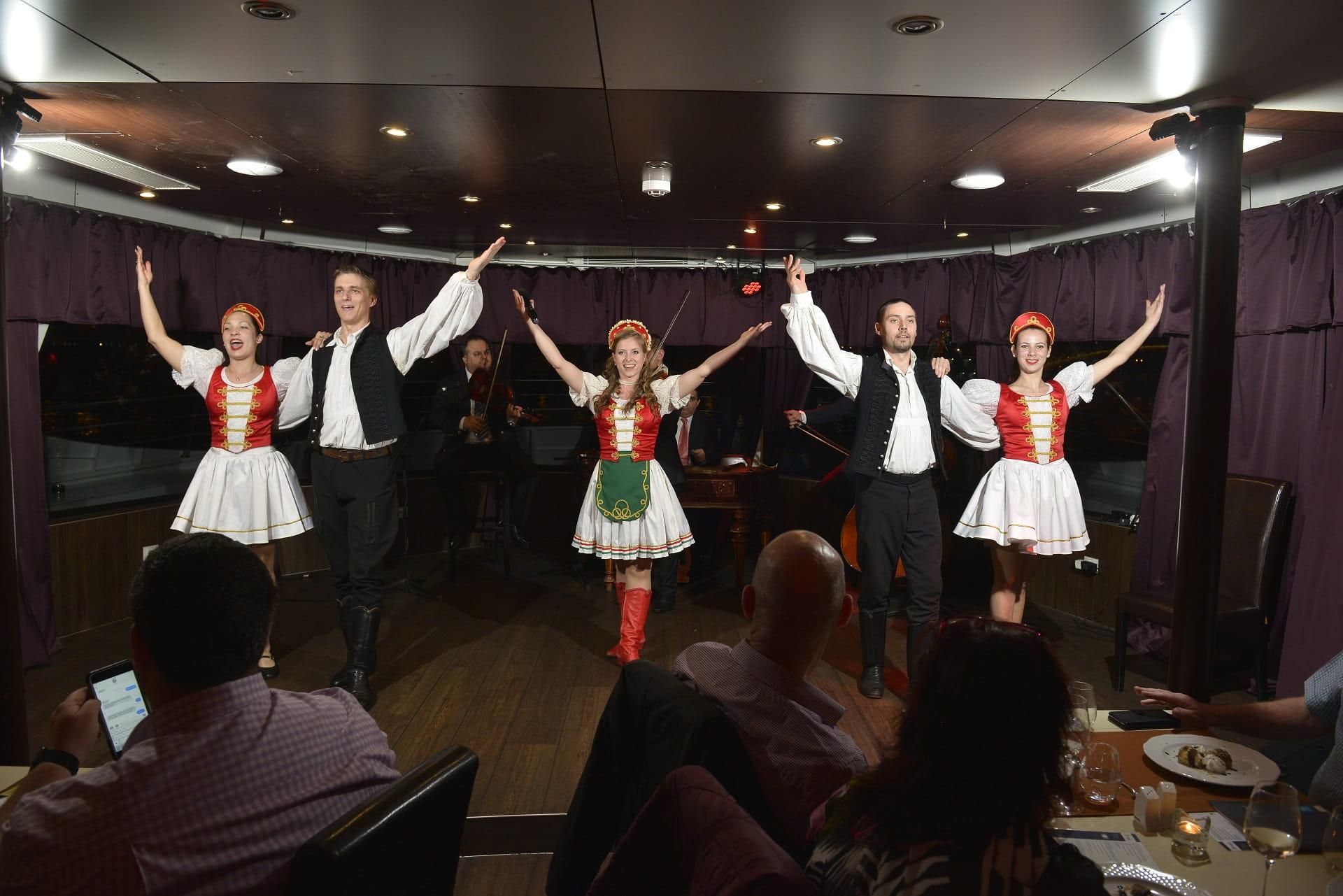 danse folklorique hongroise