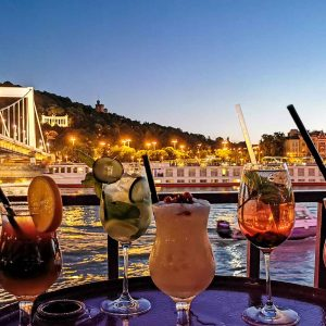 sunset cruise budapest with cocktail
